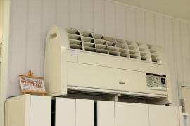 高性能の空気清浄器で、空間の衛生にも気を配っています。 (プラズマクラスターイオン空気清浄機を設置)